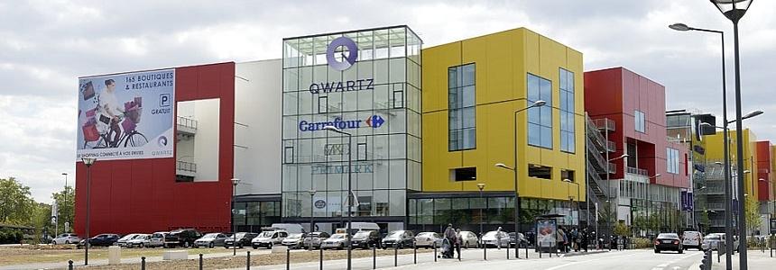 Le centre commercial régional Qwartz est situé à la croisée de l'A86 et des quais de Seine, à 15 minutes de La Défense et de Paris.