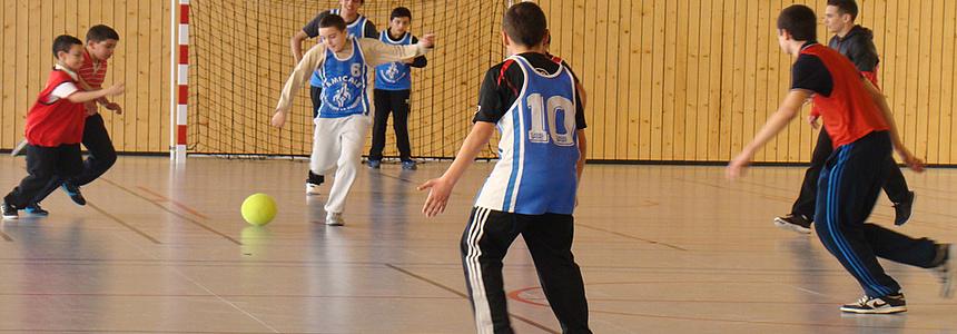 Les jeunes profitent d'activités sportives avec le dispositif Gymnases ouverts.