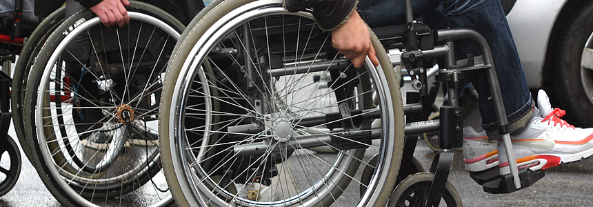 L'aide pour les personnes handicapées.